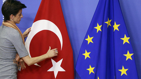 EU Commission backs visa-free travel deal with Turkey
