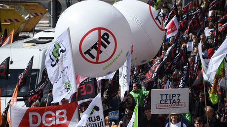 Protesters demonstrate against Transatlantic Trade and Investment Partnership (TTIP) free trade agreement ahead of U.S. President Barack Obama's visit in Hanover, Germany April 23, 2016. © Nigel Treblin