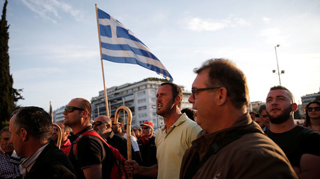Protesters shout slogans during a demonstration outside the parliament building in central Athens, Greece where lawmakers were discussing controversial tax and pension reforms May 8, 2016. © Alkis Konstantinidis