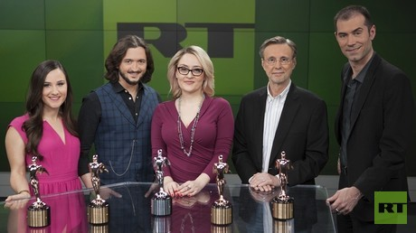 L to R: RT America correspondent Simone Del Rosario, 'Redacted Tonight' host Lee Camp, 'Watching the Hawks' co-host Tabetha Wallace, 'The Big Picture' host Thom Hartmann, 'Watching the Hawks' co-host Tyrel Ventura