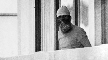 A Arab guerilla member appears on the balcony of the Israeli house, on September 05, 1972, at the Munich Olympic village © Stringer