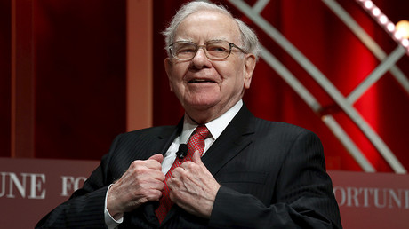 Warren Buffett bites into Apple with $1 billion purchase ahead of shares' fall