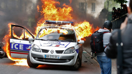 Paris police car set ablaze as officers protest brutality against them (VIDEOS, PHOTOS)
