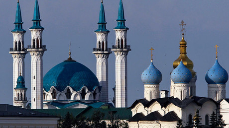 A general view shows Kul Sharif (also known as Qol Sharif) mosque (L) and Blagoveschensky Orthodox cathedral in Kazan © Roman Kruchinin