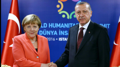 Turkish President Tayyip Erdogan (R) meets with German Chancellor Angela Merkel during the World Humanitarian Summit in Istanbul, Turkey, May 23, 2016. © Kayhan Ozer