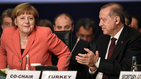 Turkish President Tayyip Erdogan (R) and German Chancellor Angela Merkel are pictured during the World Humanitarian Summit in Istanbul, Turkey, May 23, 2016. © Ozan Kose