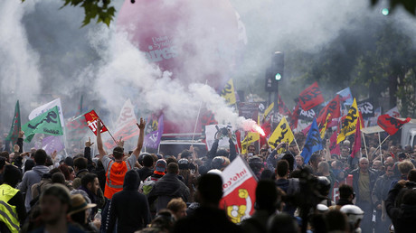 French labour union members march during a demonstration in protest of the government's proposed labour law reforms in Paris, France, May 26, 2016. © Charles Platiau