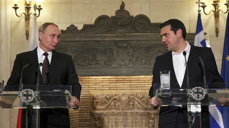Russian President Vladimir Putin and Greek Prime Minister Alexis Tsipras (R) attend a news conference, after their meeting at the Maximos Mansion in Athens on 27 May 2016. © Orestis Panagiotou