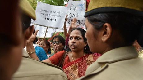 Indian activists shout slogans as they are confronted by police officials during a protest outside Kerala House in New Delhi on May 4, 2016, following the rape of a student in the southern Indian state of Kerala. © Sajjad Hussain