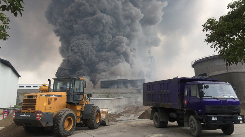 Huge blaze billowing smoke rips through Chinese chemical plant (VIDEO)
