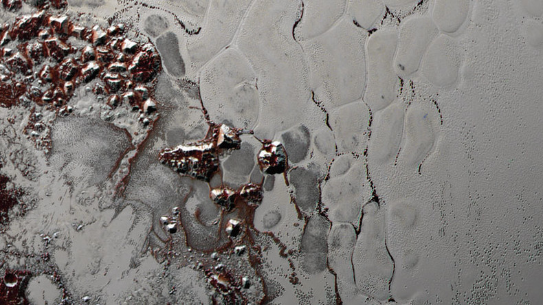 Pluto's ever-changing 'heart' caused by unique 'lava-lamp' churning (PHOTOS)
