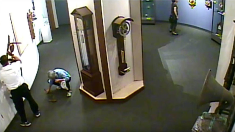 Not the time or the place: Grab-happy visitor wrecks museum's clock display (VIDEO)