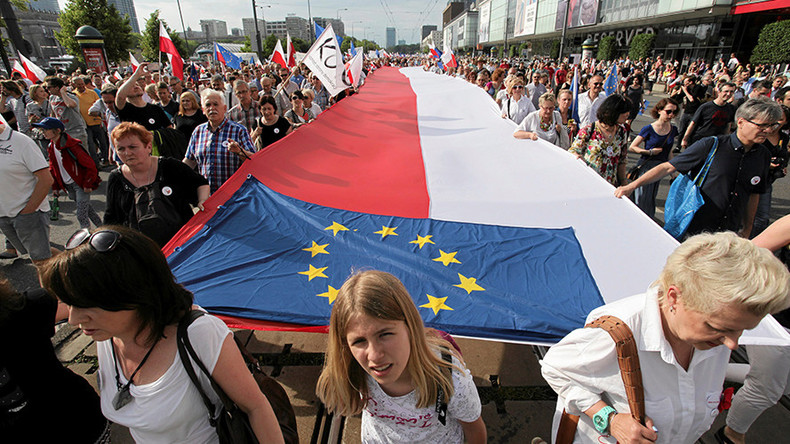 1,000s join anti-government march led by former presidents in Poland
