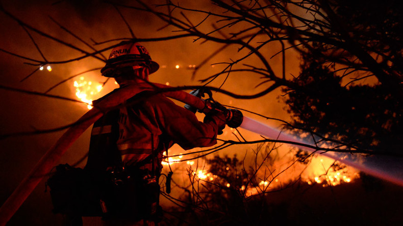 600-acre Tenderfoot wildfire causes home evacuations closeby in Yarnell, Arizona