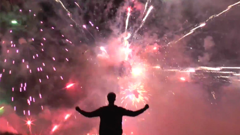 Dazzling 'Deathstar': Inventor blows 5,000 fireworks in 20 seconds (VIDEO)