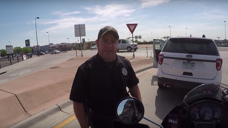 Road rage cop: Officer threatens motorcyclist who honked his horn (VIDEO)