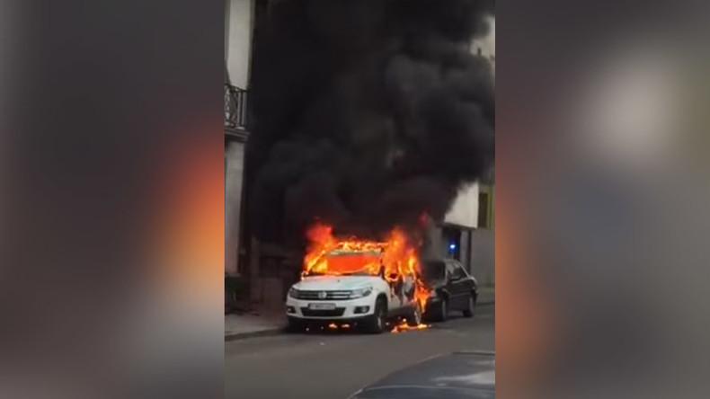 2 police cars set ablaze in Brussels' mostly Muslim district of Molenbeek (VIDEOS)