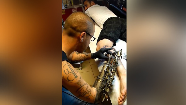 Bionic tattoo artist gets prosthetic inking arm with steampunk design (VIDEO)