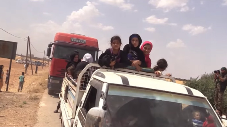 Civilians flee ISIS stronghold surrounded by US-backed forces (VIDEO)