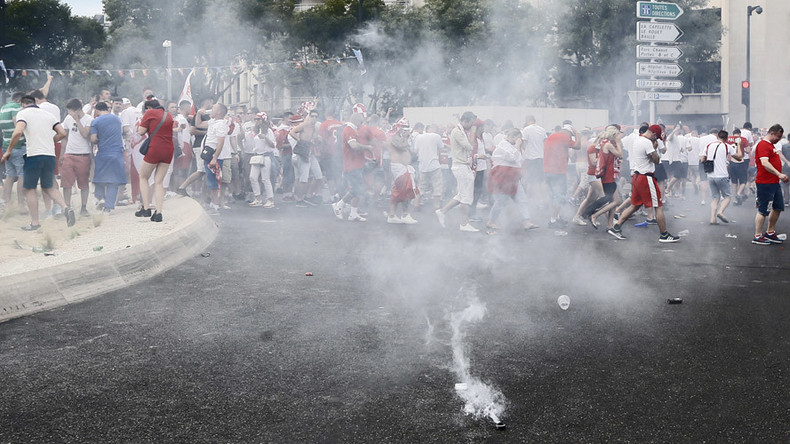 French police deploy tear gas & water cannon on feuding Polish football fans (PHOTOS, VIDEOS)