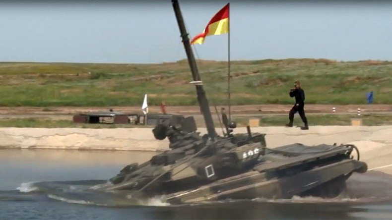Russian T-90 tanks dive underwater during amphibious drills (VIDEO)