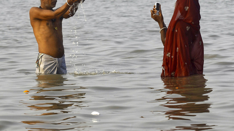 7 people die as friends try to rescue Indian man taking selfie near Ganges