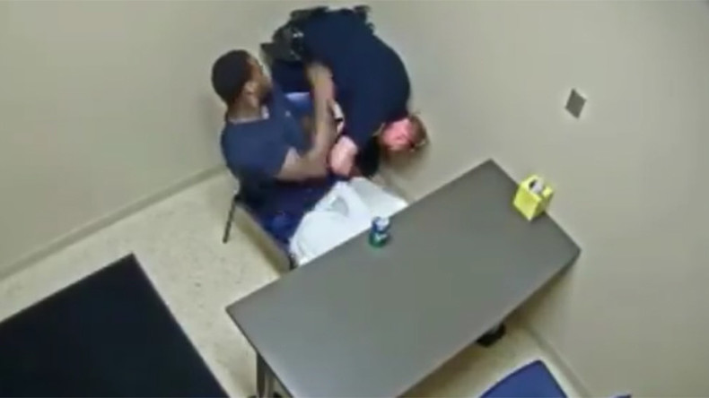 Murder suspect attempts to grab officer's gun while in custody (VIDEO)