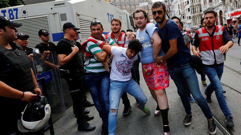 Tear gas, arrests reported in Istanbul as activists flock to banned Gay Pride march (PHOTOS, VIDEO)