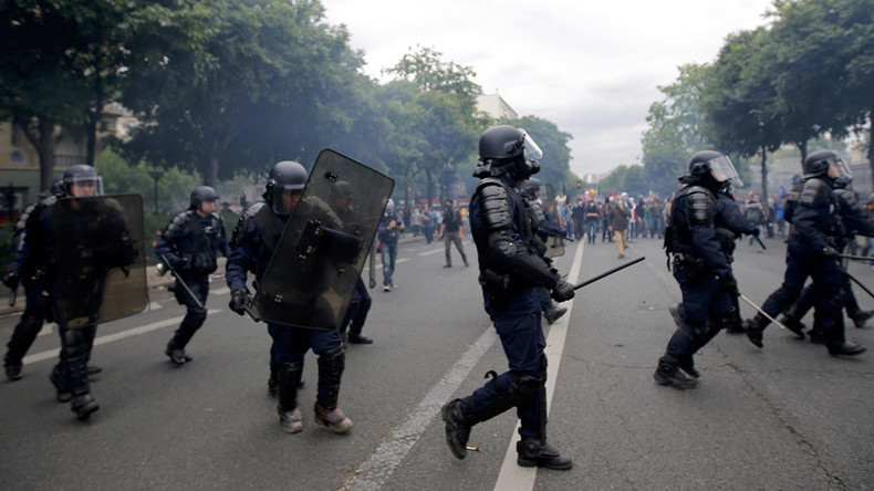 Tear gas, up to 40 arrests at anti-labor reform rally in Paris (PHOTOS, VIDEO)