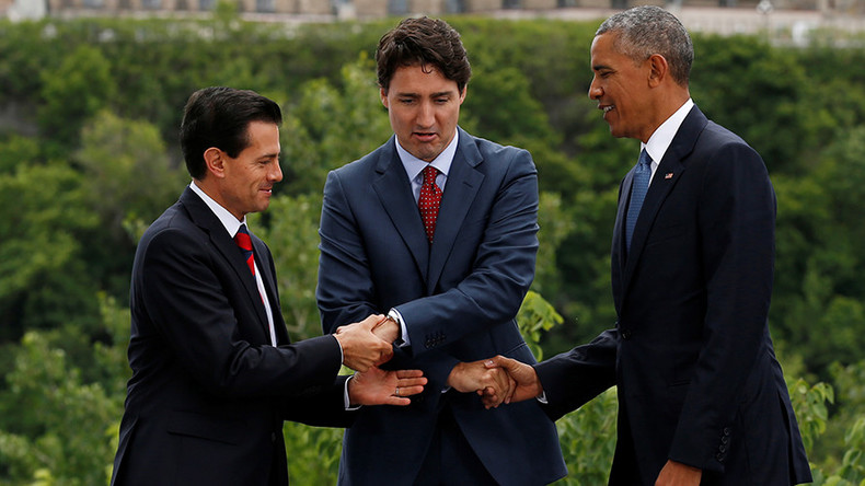 Handshake hell: Obama's awkward threeway with Trudeau & Nieto (VIDEO)