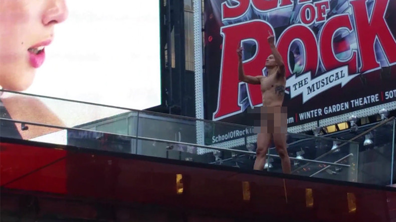 'Where's Trump?' Naked raving man in Times Square NYC livestream (VIDEO)
