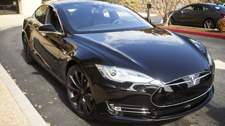 Federal gov't opens investigation into first known Tesla Autopilot fatality