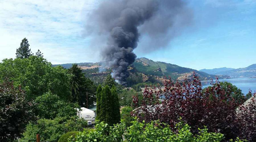 Oil train derails near Mosier, Oregon, smoke visible for miles