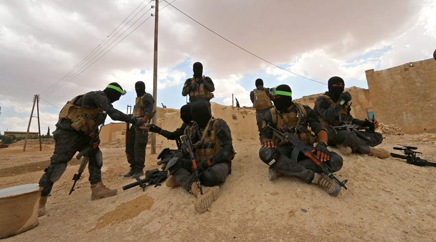 Syrian Army & US-backed Arab and Kurdish fighters squeeze ISIS