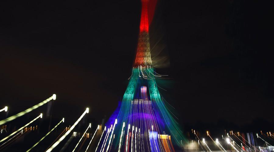 #WeAreOrlando: World landmarks light up following deadly shooting (PHOTOS, VIDEO)
