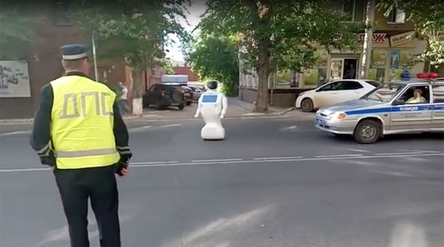 Robot escapes testing grounds, disturbs traffic in Russia (VIDEO)
