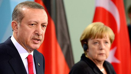 German Chancellor Angela Merkel (R) and Turkish President Tayyip Erdogan © Str