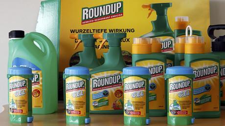 Monsanto's Roundup weedkiller atomizers. ©Denis Balibouse