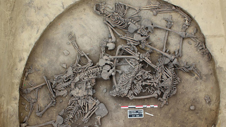 French archeologists unearth 6,000yo skeletons from 'ritual' massacre (PHOTOS)