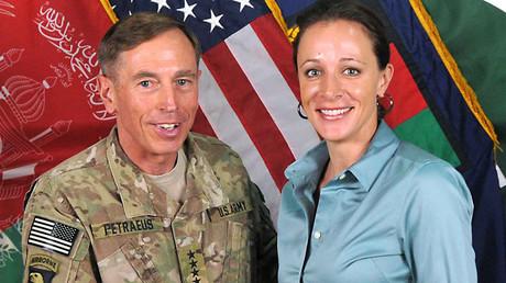 David Petraeus and Paula Broadwell in Afghanistan ©