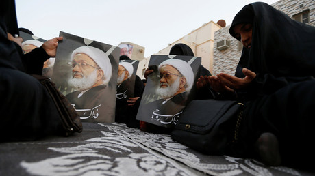 Supporters hold posters with photo of Bahrain's leading Shi'ite cleric Isa Qassim during a sit-in outside his home in the village of Diraz west of Manama, Bahrain June 21, 2016. © Hamad I Mohammed
