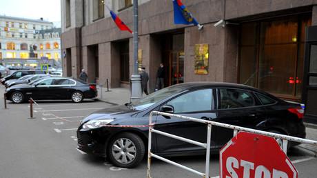 Duma passes bill to scrutinize civil servants' personal internet pages