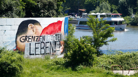 A huge graffiti artwork depicting the drowned Syrian toddler Aylan Kurdi, overpainted with letters that read 'Borders kill life' is pictured in Frankfurt, Germany, June 23, 2016. © Ralph Orlowski