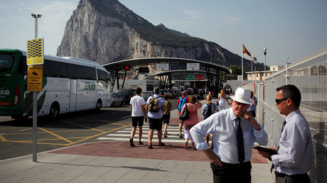 People enter the British territory of Gibraltar, historically claimed by Spain, at its border with Spain, in La Linea de la Concepcion, Spain June 24, 2016, after Britain voted to leave the European Union in the Brexit referendum © Jon Nazca