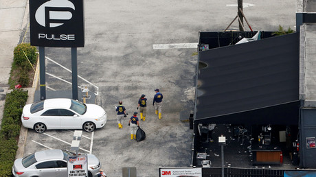 Federal Bureau of Investigation (FBI) officials walk through the parking lot of the Pulse gay night club, the site of a mass shooting days earlier, in Orlando, Florida, U.S., June 15, 2016.  © Adrees Latif