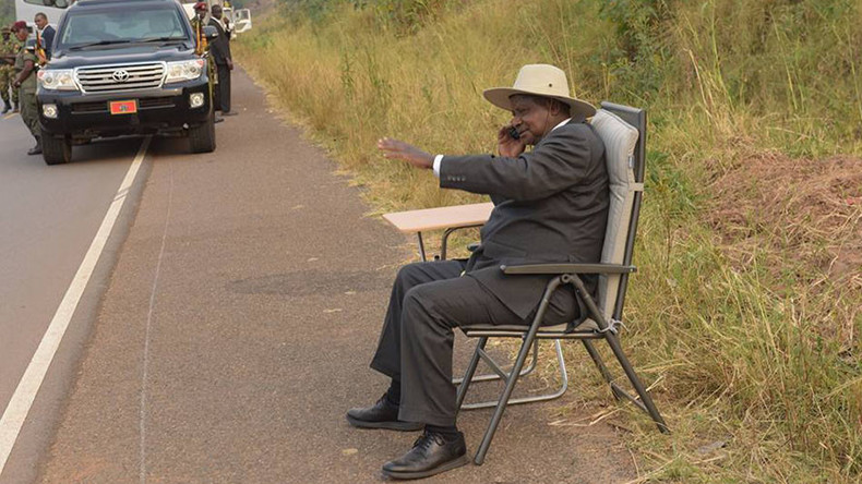 Ugandan president becomes online sensation after roadside call goes viral (PHOTOS)