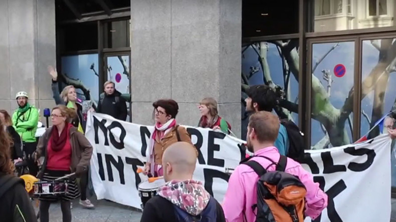 40 arrested in Brussels after protesters attack TTIP negotiators – with confetti (VIDEO)