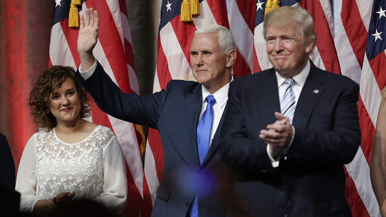 People are freaking out over a spooky photo of Mike Pence's family (PHOTO)