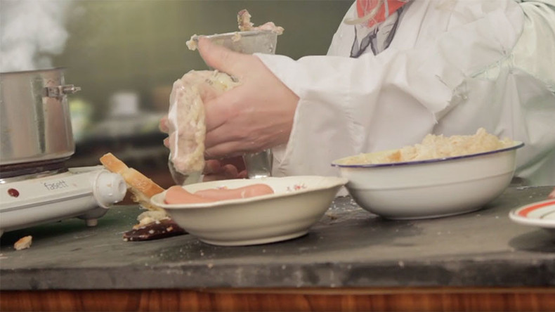 Swedish puppet cook makes Scottish haggis with condom wrapping