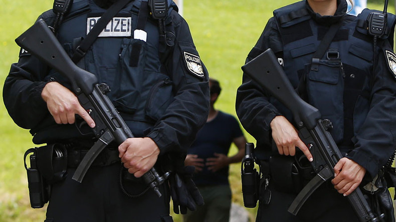 'I'll blow you up': Manhunt in Bremen after 'pro-ISIS psycho' escapes ward shouting threats